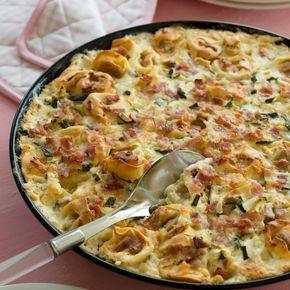 Dieses Gericht kommt bei der ganzen Familie gut an. Es lässt sich mit gekühlten Ravioli oder Tortelloni zubereiten und eignet sich auch für gekochte Nudeln.