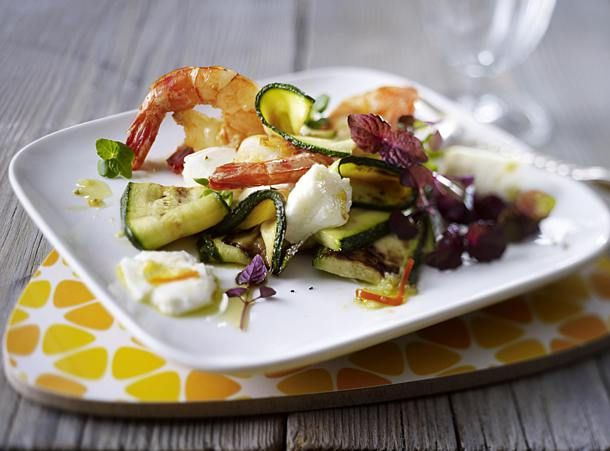 Mozzarella-Zucchini-Antipasti mit Garnelen | Recipe in 2019 | Zucchini, Ethnic recipes, Potato salad