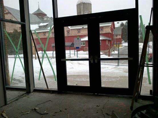 (mars 2013) Vue à partir de l'entrée du nouveau centre d'apprentissage