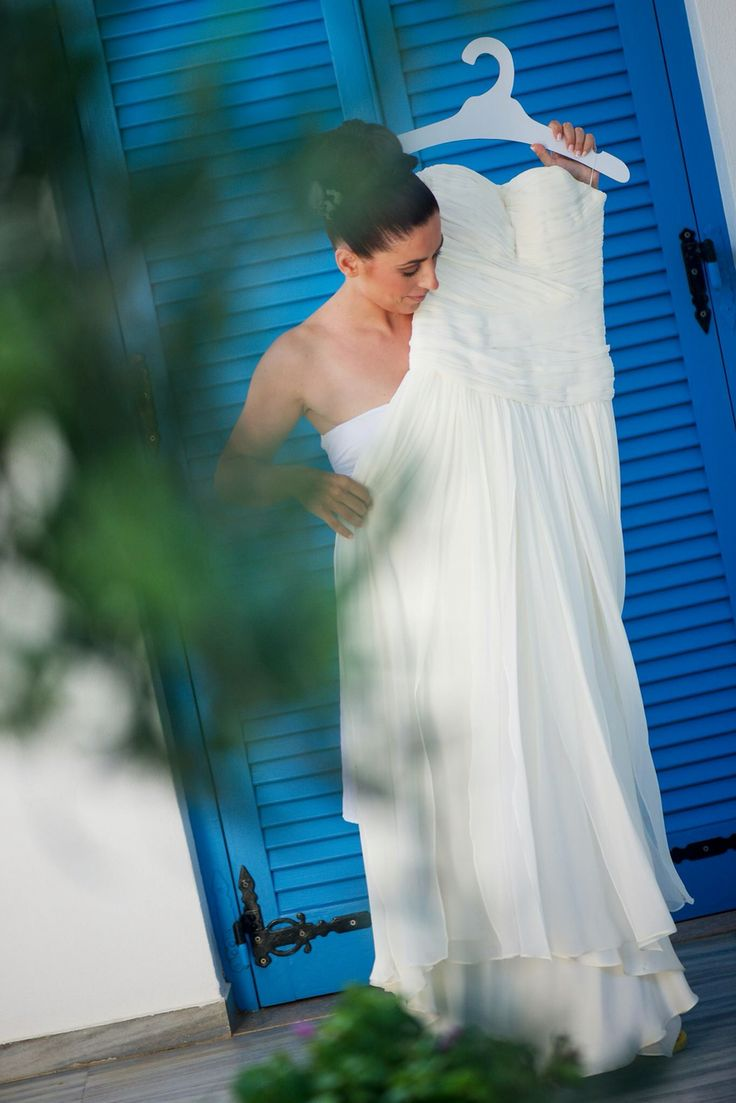 Paros island was the place Irene Kontothanou chose to get married. Wearing wedding dress by Alexia Kirmitsi. Strapless low waist corseted bodice with asymmetrical drapes and structures giving the right effect on a silk mousseline fabric.