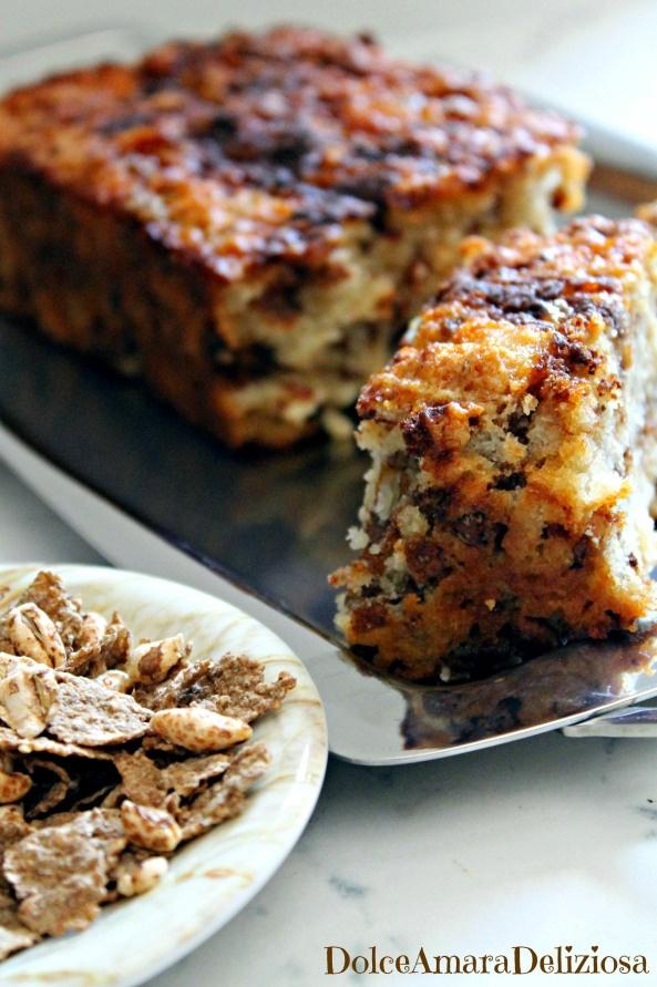 Plumcake con yogurt al caffè, cereali e riso soffiato. Morbido, facile e veloce!