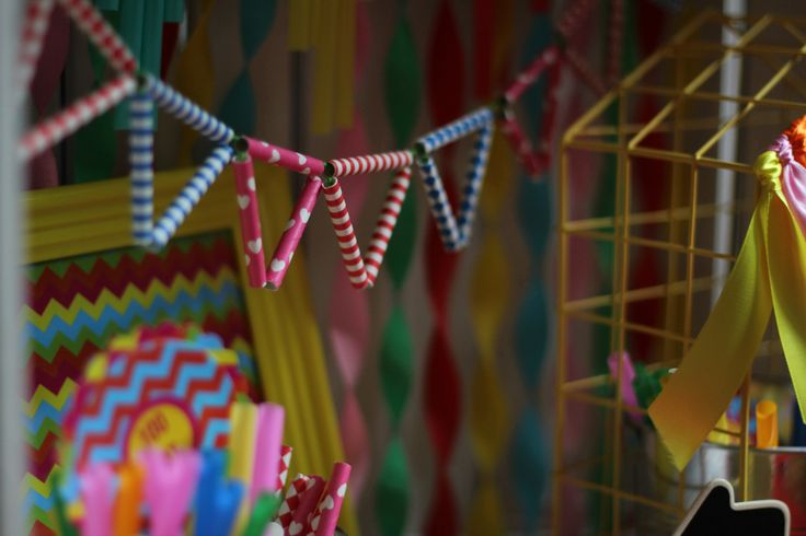 Girlanda z papierowych słomek, ozdoby urodzinowe / Paper straw garland, party decorations, @TigerPolska