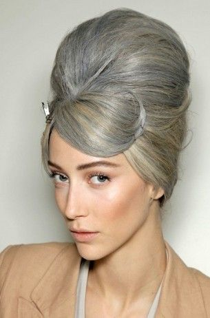 Beehive hairstyle video tutorial. Learn how to do beehive at home with the video in the page.