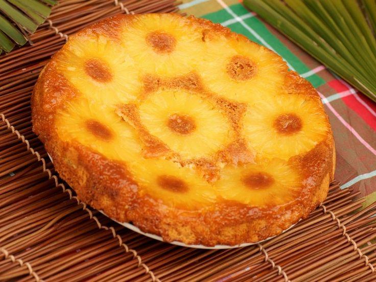 La torta rovesciata all'ananas è un dolce non solo buono e fresco ma anche molto scenografico da servire per stupire i vostri ospiti