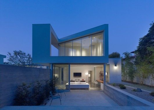 Architects: John Friedman Alice Kimm Architects Location: Santa Monica, CA, USA Architect In Charge: John Friedman Area: 1430.0 ft2 Year: 2012 Photographs: Benny Chan / Fotoworks © Benny Chan / Fotoworks