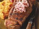 steak met paprikapoeder en gemarineerde ui