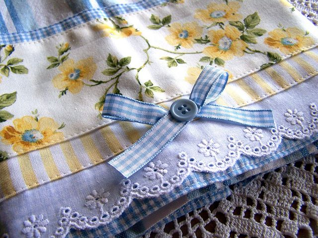 A pretty tea towel for the blue, white and yellow decor kitchen.