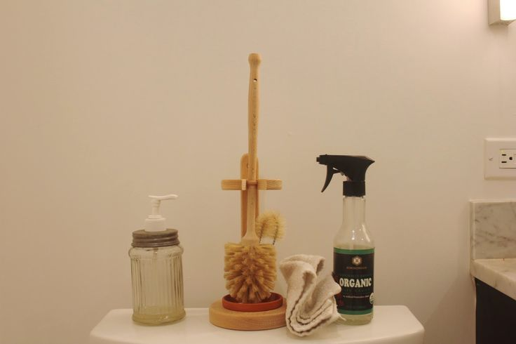 how to clean the toilet naturally