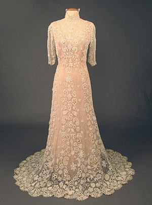 Irish Crochet Lace Tea Gown, c. 1910. How very wonderful it would be to wear this dress.