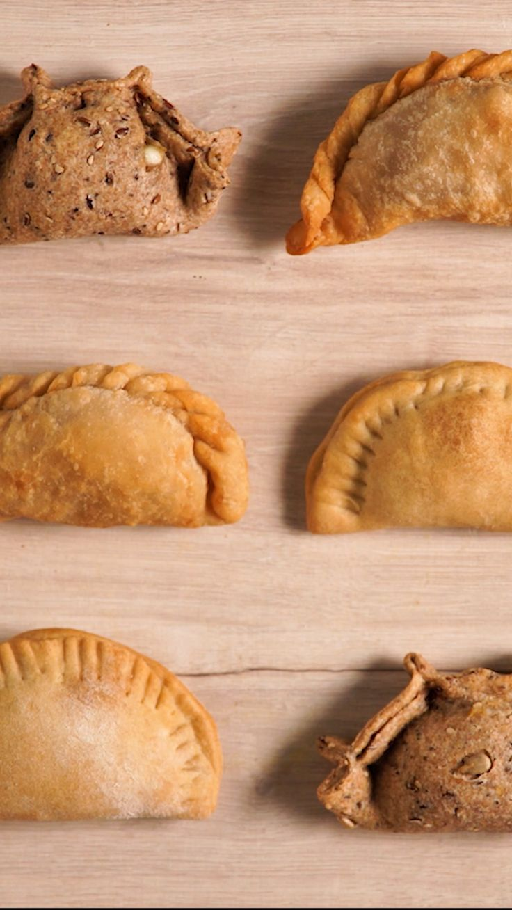 Sentimental Situation: love for empanadas forever. Mexican Food Recipes, Dessert Recipes, Deli Food, Food Dishes, Love Food, Baking Recipes, Food And Drink, Yummy Food, Snacks