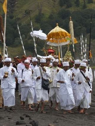 Sejarah Ritual Kasada atau Hari Raya Yadya Kasodo, Upacara Sesembahan yang dilakukan Suku tengger di Poten dan Kawah Gunung bromo, Rara Anteng dan Jaka Seger