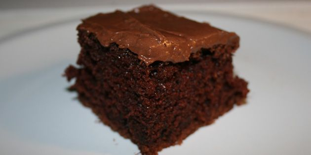 Saftig og lækker chokoladekage i bradepande med en glasur, der får englene til at synge.