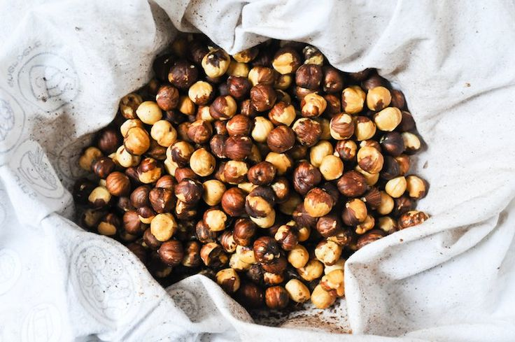 How to Toast Hazelnuts. 350-360 15min. Dump in kitchen towel, cool, rub skins off. 15 min too long , half too done.
