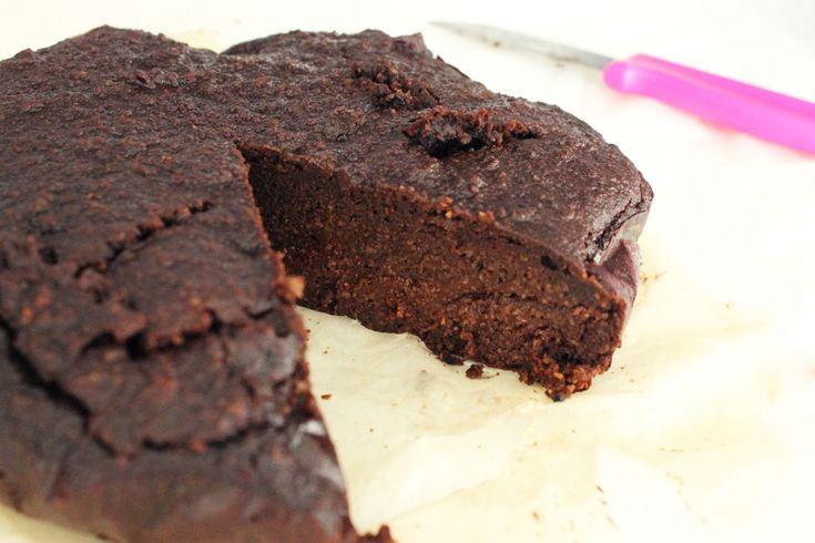 The best healthy, freezable chocolate cake ever! | Without Elephants | Clean eating Gezonde chocoladetaart om in te vriezen