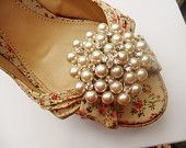 Pearls look good on shoes, too!: Pretty Shoes, Vintage Pin, Summer Shoes, Rhinestones Shoes, Vintage Brooches, Pearls Shoes, Pearly, Shoes Clip, Rhinestones Crystals