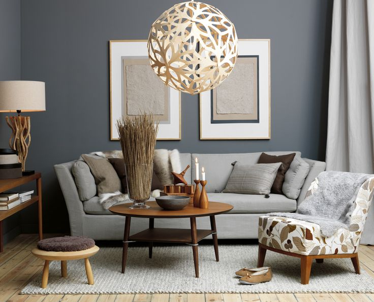 Gråblå vägg, tillsammans med grått och bruna toner - svår kombination ...
