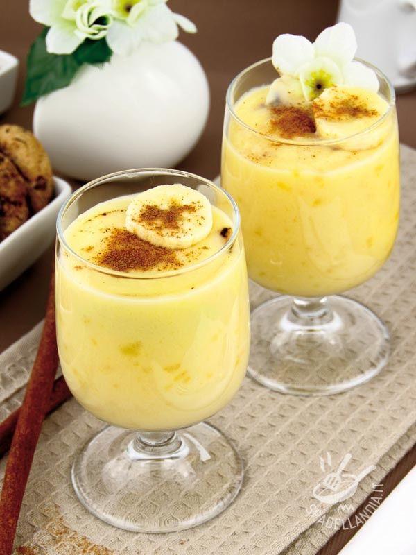 Banana pudding and cinnamon - Il Budino di banana e cannella è un dessert al cucchiaio fresco e bello ricco, impreziosito dalla nota aromatica e avvolgente della cannella.