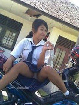 Foto ABG SMP Ngangkang Di Motor (www.palmtube.mobi)