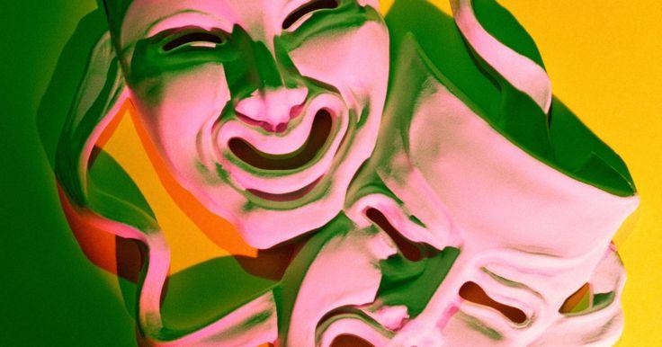 Actividades teatrales sobre improvisación individual para nivel de secundaria. Los juegos y actividades sobre improvisación alientan a los actores y actrices jóvenes a explotar su espíritu creativo y desarrollar su habilidad de reaccionar con rapidez y en forma adecuada ante situaciones inesperadas. Los alumnos de la escuela secundaria son especialmente ideales para actividades de improvisación individuales en las que tienen ...
