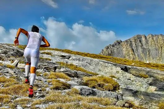 How to Run Hills Without Crushing Your Confidence? http://bit.ly/2aZ7woV || http://j.mp/AmazonUSFuturepaceTech20oz || #FuturepaceTech #waterbottle #insulatedwaterbottle #stainlesssteelwaterbottle #outdoors #activelifestyle