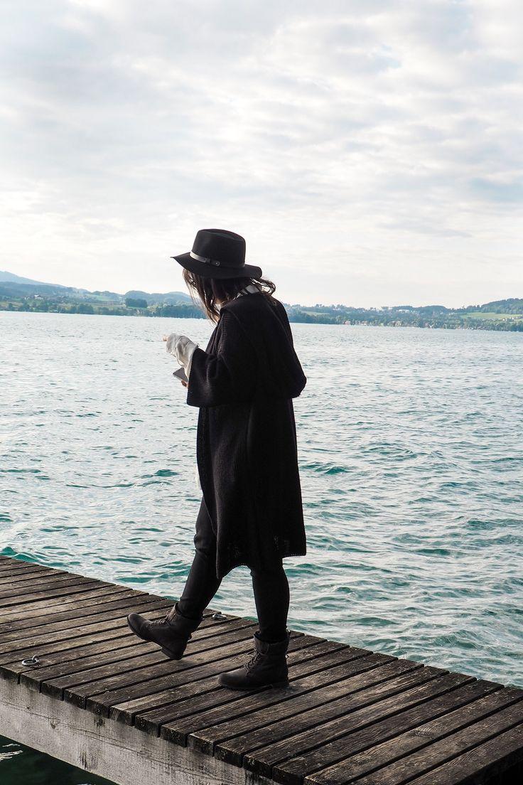 Herbst Accessoires  Ein Outfit mit Hut, Cardigan und Boots. Für die kalten Tage und die grauen Stunden.  Attersee, Hut, Bluse, OOTD, Fashion, Herbst, Herbstmode