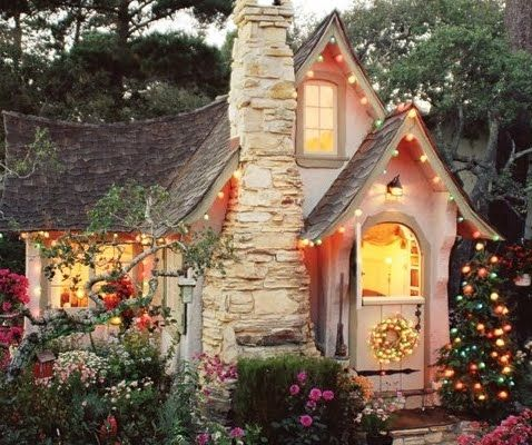 Carmel cottage Hansel with Christmas lights
