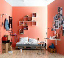 Das Europaletten Bett schreibt sich perfekt in den rustikalen Einrichtungsstil ein und kann noch dazu Akzente im Shabby-Chic-Stil einsetzen...