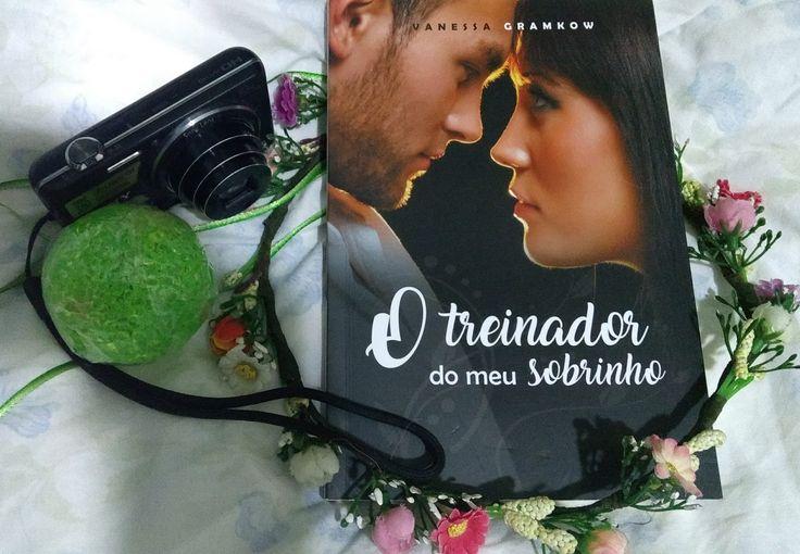"""""""O treinador do meu sobrinho"""" é uma romance leve e delicioso da autora catarinense Vanessa Gramkow. Ambientado em Florianópolis temos uma leitura que dá gosto de colocar na estante."""