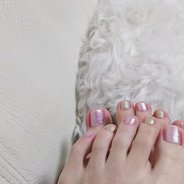 シャイニーピンク×ゴールド  #不器用人間のセルフネイル  #nail #nails #selfnail #instanails #nailstagram #goldnails #pinkgoldnails #pinkgold #nailholic #summernails #summer #tflers #like4like #l4l #네일 #ネイル #セルフネイル #セルフネイル部 #ネイルポリッシュ#ゴールドネイル #フレンチネイル #夏ネイル