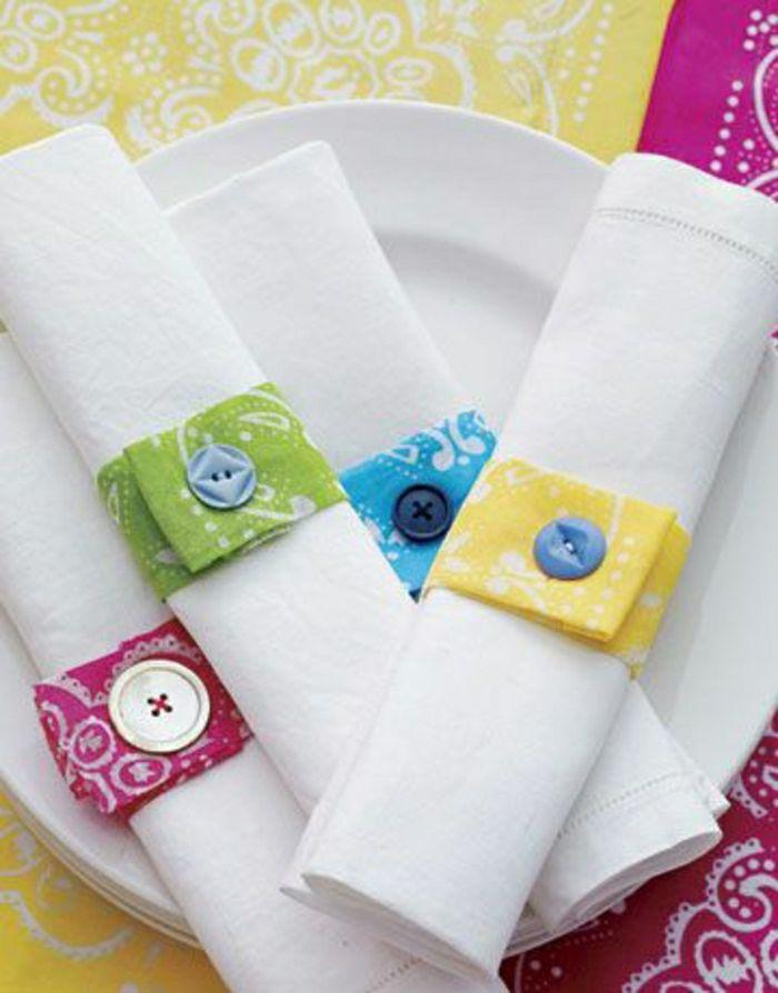 pliage serviette en tissu blanc, mode de pliage de serviette en tissu blanc