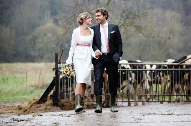 Kurzes Hochzeitskleid für schwangere Bräute (www.noni-mode.de)