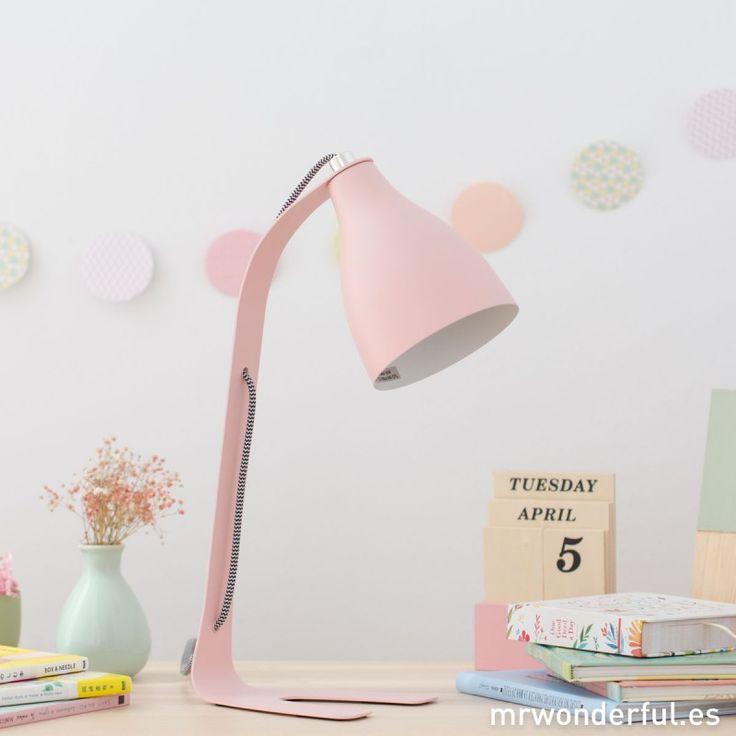 Lámpara de mesa metálica color rosa