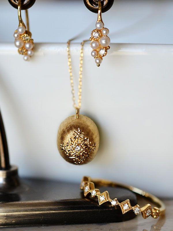 Gold Peridot Diamond engraving pendant seed pearl diamond earrings diamond half eternity ringK18YG製ペリドットダイアモンド洋彫り彫金フィレンツェ彫りペンダントネックレスシードパールダイアモンドピアス ダイアモンドハーフエタニティリング1