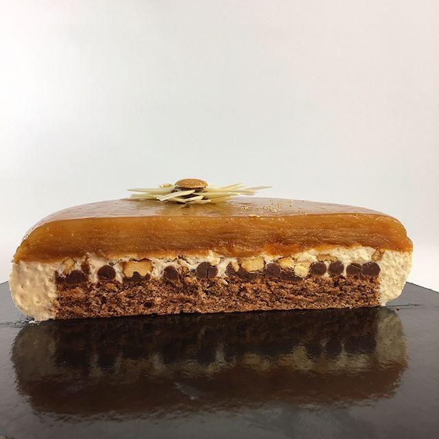 """Франческа"""" яблочно-виноградный татен, бисквит на грецком орехе с шоколадом, карамель-тоффи, карамелизированные грецкие орешки, ванильный мусс"""