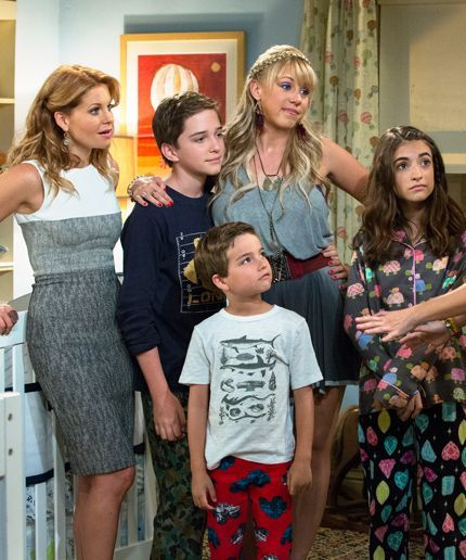 WTF is happening in these Fuller House photos?