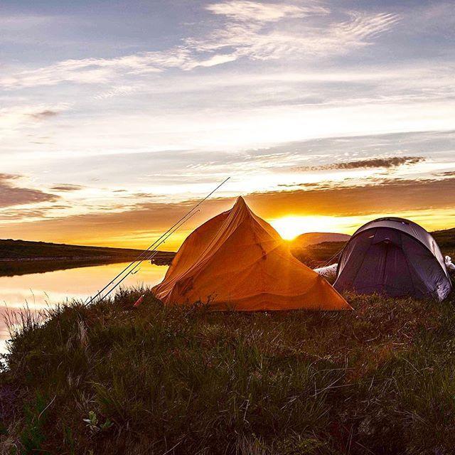 Med noen dager borte fra bua ble det anledning til å teste både klær, telt og fiskeutstyr. Har du lyst på kvelder som denne skaffer vi utstyret!