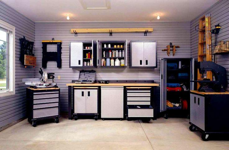 Nowoczesny dom z garażem - system regałów garażowych