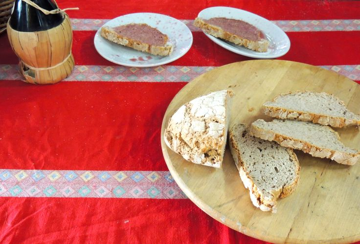 Pane toscano, vino e zucchero
