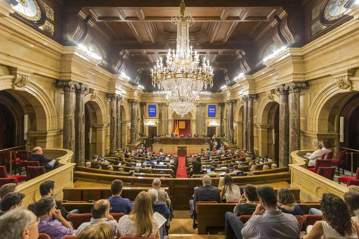 Declaració solemne i minut de silenci al Parlament per les víctimes dels atemptats