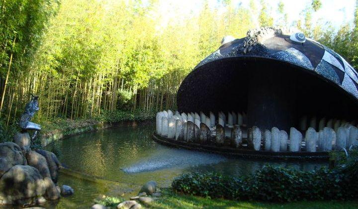Il Parco di Pinocchio a Collodi: la Balena di Marco Zanuso (dove si può entrare e fingere di esser stati mangiati, gnam)