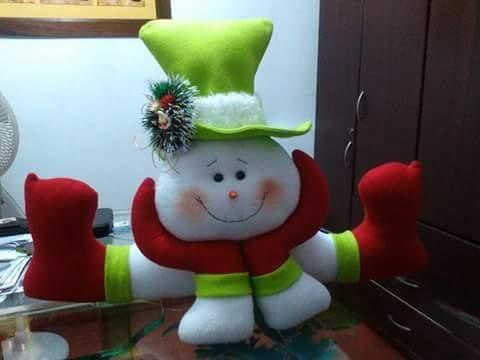 Realizzate in pochi passi questo bellissimo pupazzo di neve in feltro.