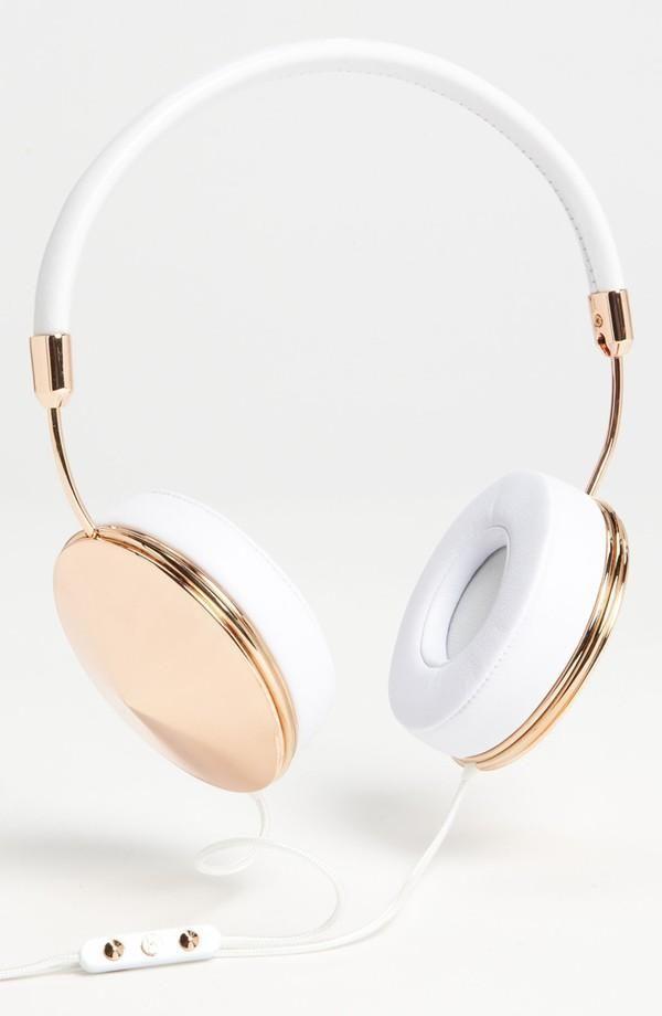 Love this Metallic Rose Gold Headphones.