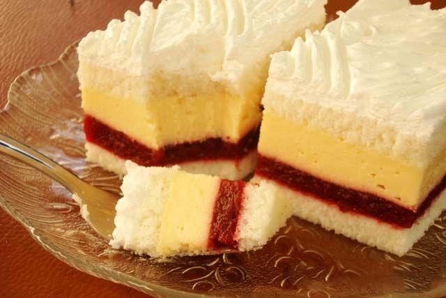 Višňové kocky s vanilkovým krémom