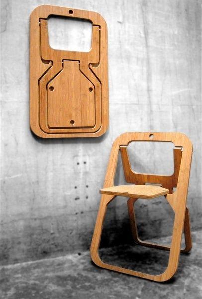 Une chaise en bambou, réalisée dans une seule découpe. Pliée, elle ne mesure  2 cm d'épaisseur Chaise Desile indoor.