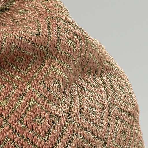 Muts, gebreid met een bol van rode zijde met ruitvormige, geometrische ornamenten van gouddraad en een omgekrulde rand van effen rode zijde, Anonymous, c. 1600 - c. 1699 - Knitting-Collected Works of Ivy Alvarez - All Rijksstudio's - Rijksstudio - Rijksmuseum