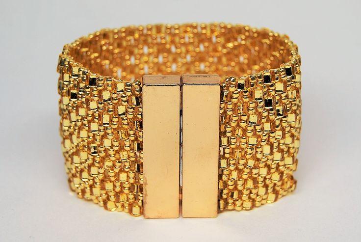 bransoletka ze złotych kostek z dużym zapięciem magnetycznym. Zapytaj o dostępność na zamówienie w sklepie http://www.korallove.com