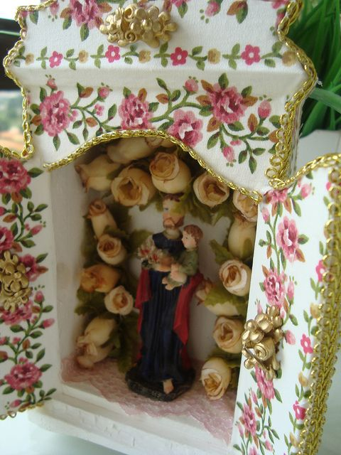 """Oratório   . Sao Jose is one of the most popular saints of the Catholic Church, having been proclaimed """"protector of the Roman Catholic Church""""; their craft, """"patron of workers"""" and by fidelity to his wife as """"the patron saint of families"""".Decoupage Tissue."""