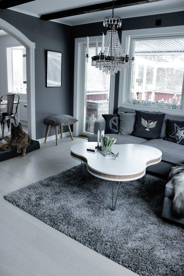 Vardagsrum i grått och vitt