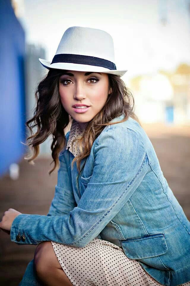 But...why is she so pretty?!?! Alex G