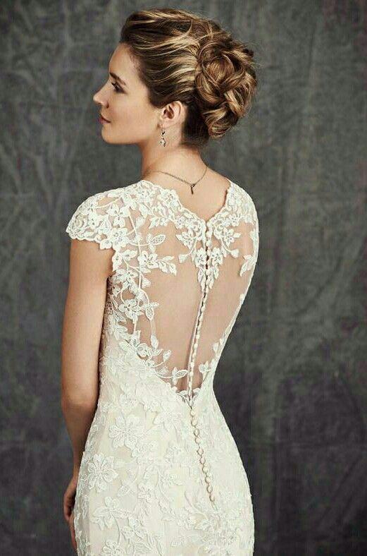 Ook het detail op de rug van deze Ella Rosa trouwjurk is bijzonder.. Het motief is in de vorm van een hartje.. aaahhh❤❤
